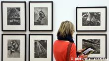Fotografien der US-merikanischen Fotografin Margaret Bourke-White sind am 17.01.2013 im Martin-Gropius-Bau in Berlin zu sehen. Die Bilder gehören zu der Ausstellung der 1904 in New York geborenen Bourke-White, die bis zum 14.April 2013 gezeigt wird. Foto: Stephanie Pilick/dpa