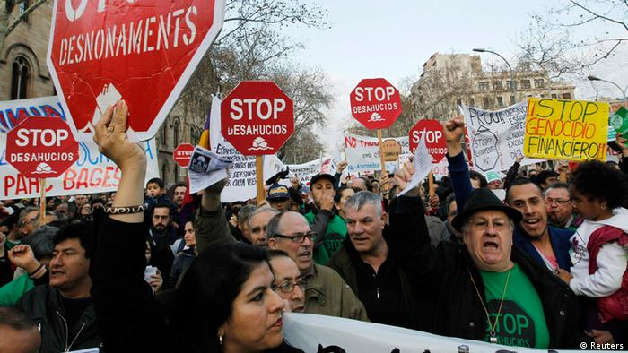 Protesters hold placards during a demonstration demanding a new mortgage law, in Barcelona February 16, 2013. (Photo: REUTERS/Albert Gea)