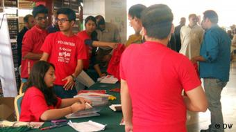 Students taking part in the management of the festival (Photo: DW/Shadi Khan)