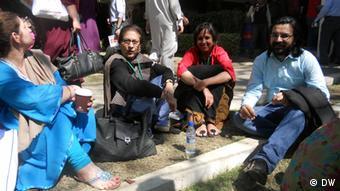 Indian journalist Burkha Dutt with Pakistani human rights activist Asma Jahangir at Karachi Literature Festival (Photo:DW/Shadi Khan Saif)