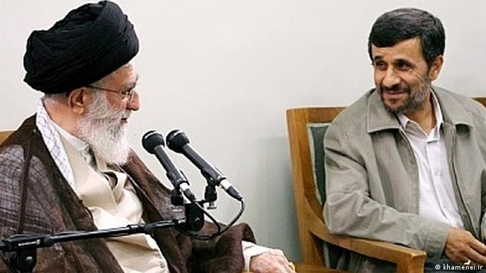 Khamenei Ahmadinedjad Ayatollah Ali Khamenei, geistlicher Führer der Islamischen Republik und der iranische Präsident Mahmoud Ahmadinedjad Zugestellt von Davoud Khodabakhsh.