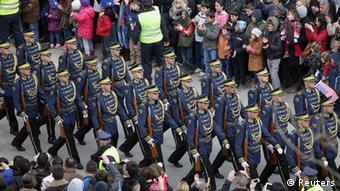 Vikosi vya Usalama vya Kosovo vikiadhimisha miaka mitano ya kujitangazia uhuru kutoka Serbia.