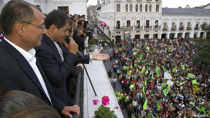 Ecuador's President Rafael Correa (2nd L) joined by his vice president Jorge Glass addresses his supporters from a balcony of Carondelet Palace in Quito February 17, 2013. (Photo: REUTERS/Gary Granja)