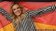 Die Sängerin der Gruppe Cascada, Natalie Horler, posiert am 14.02.2013 nach dem Sieg für den deutschen Vorentscheid Eurovision Song Contest 2013 - Unser Song für Malmö in Hannover (Niedersachsen) für die Fotografen. Foto: Julian Stratenschulte/dpa