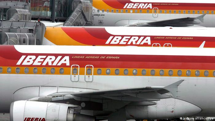 Iberia passenger planes at the airport EPA/Javier Lizon +++(c) dpa - Bildfunk+++