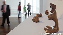 Die Skulpturen Waldhut, Purzelbaum und Torso-Profil des Künstlers Hans Arp sind am 17.02.2013 im Arp-Museum in Remagen-Rolandseck (Rheinland-Pfalz) zu sehen. Die Schau über den deutsch-französischen Künstler trägt den Titel «Sammlung Arp 2013 - Hans Arp. Wolkenpumpen». Hans Arp gilt als einer der Mitbegründer des Dadaismus. Foto: Thomas Frey/dpa +++(c) dpa - Bildfunk+++