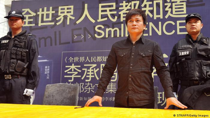 Chinese writer Li Chengpeng, looked upon by many as a a highly influential Chinese blogger and social commentator, attends a promotional event of his new book SmILENCE on January 26, 2013 in Kunming, southwest China's Yunnan province. Li was attacked by Maoists earlier at his book signings in Beijing and Shenzhen, forcing him to cancel two others in Guangzhou and Changsha. The Maoists take offence to Li's caustic essays and comments about the Communist Party?s governance. Li has previously been punched in the head at a previous signing. CHINA OUT AFP PHOTO (Photo credit should read STR/AFP/Getty Images)