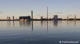 Dänemark Hafen von Kalundborg mit Kraftwerk