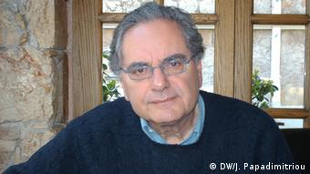 Andreas Andrainopoulos, Politikdozent und ehemaliger Industrieminister Griechenlands (Foto: DW/Jannis Papadimitriou)