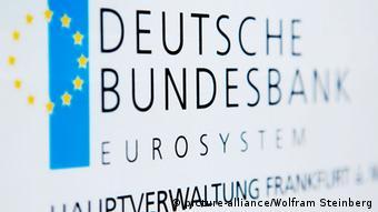 Das Schild der Deutschen Bundesbank am Eingang in Frankfurt. (Foto: Wolfram Steinberg)