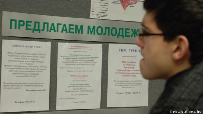 Visitor reads announcements at the Employment Centre in Moscow's Northern Administrative District (Photo: Alexei Filippov / dpa)