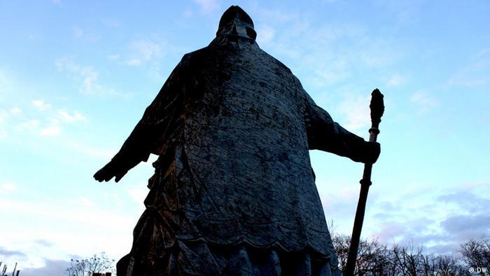 Statue vor der St Johann Baptist Kirche in Köln. (Foto: Naomi Conrad/DW)