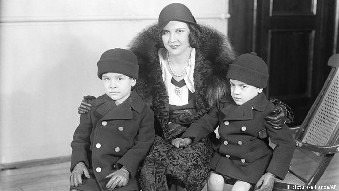 Lita Grey Chaplin Ehefrau Charlie Chaplin und die Kinder Charles Spencer Chaplin und Sidney Earl Chaplin (Foto AP)