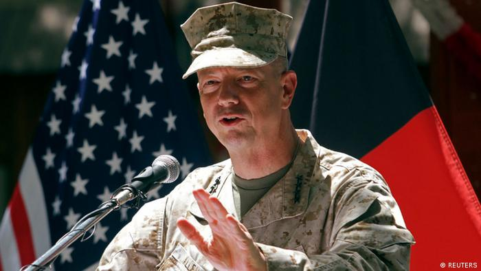 ACHTUNG ARCHIVBILD U.S. General John Allen, commander of the North Atlantic Treaty Organization (NATO) forces in Afghanistan, speaks during U.S. Independence Day celebrations in Kabul, in this July 4, 2012 file photo. REUTERS/Mohammad Ismail/Files