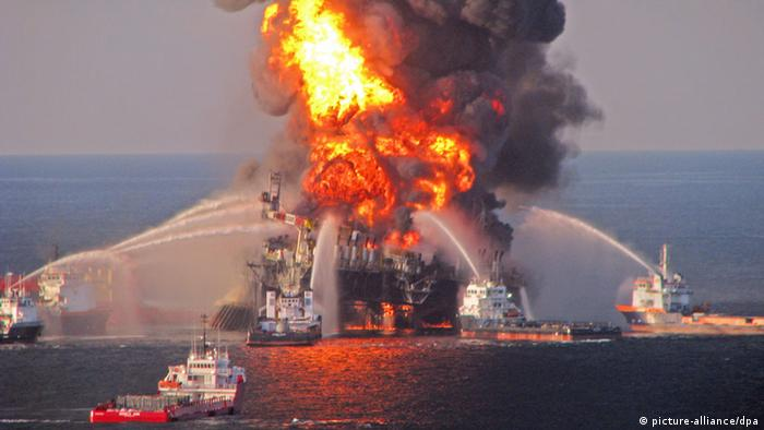 Oil rig Deepwater Horizon in flames in April, 2010. dpa - Bildfunk+++
