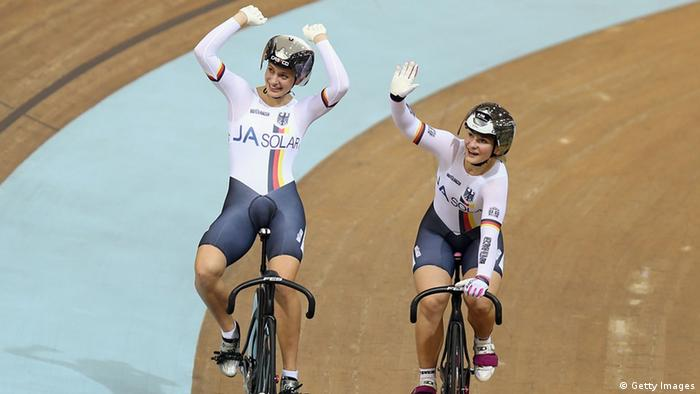 Miriam Welte and Kristina Vogel jubeln. (Foto: Bryn Lennon/Getty Images)