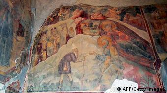 Η φωτογραφία από τις 15/1/2013 δείχνει τις καταστροφές σε τοιχογραφία του Ονούφριου