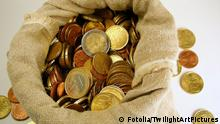 Symbolbild Spende spenden Geld Euro Sack