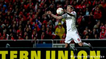 Andre Schuerrle of Bayer Leverkusen in action during the UEFA Europa League round of 32 second leg soccer match between Benfica Lisbon and Bayer Leverkusen at Estadio da Luz, Lisbon, Portugal, 21 February 2013. (Photo: EPA/JOSE SENA GOULAO - via dpa)