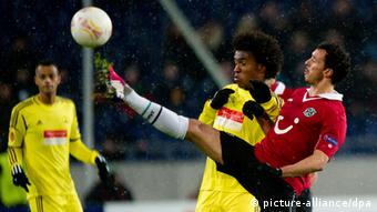 Hanover's Sergio Da Silva Pinto (R) vies with Makhachkala's Willian (C) as Makhachkala's Joao Carlos (L) looks on during the UEFA Europa League round of 32 second leg soccer match between Hanover 96 and FC Anzhi Makhachkala at Hannover Arena in Hanover, Germany, 21 February 2013. (Photo: Sebastian Kahnert/dpa)