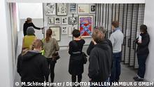 Bild vom Tweetup vom 20. Februar 2013 in den Deichtorhallen Hamburg/Sammlung Falckenberg während der Führung durch die Sammlung und die Sonderausstellung Sammlung Haubrok bei Falckenberg - No Desaster. Foto: Matthias Schönebäumer / DEICHTORHALLEN HAMBURG GMBH Angeliefert von Ananda Grade am 22.2.2013.