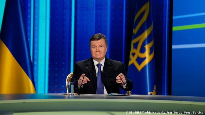 Ukrainian President Viktor Yanukovich takes part in a televised question-and-answer session in Kiev, February 22, 2013. Ukraine's president promised on Friday his government would not raise gas prices, a pledge which may complicate Kiev's talks with the IMF over a new $15 billion loan and revive the prospect of further talks with Russia. REUTERS/Andriy Mosienko/Presidential Press Service/Handout (UKRAINE - Tags: POLITICS ENERGY BUSINESS) ATTENTION EDITORS - THIS IMAGE HAS BEEN SUPPLIED BY A THIRD PARTY. IT IS DISTRIBUTED, EXACTLY AS RECEIVED BY REUTERS, AS A SERVICE TO CLIENTS. FOR EDITORIAL USE ONLY. NOT FOR SALE FOR MARKETING OR ADVERTISING CAMPAIGNS