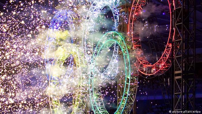Olympic rings firework (photo: Heinz Ruckemann / dpa)