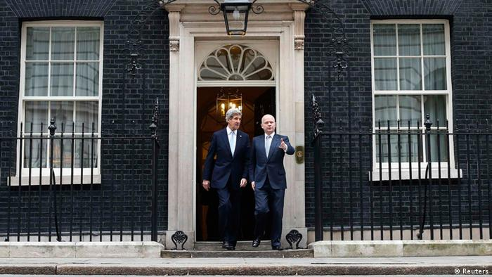 U.S. Secretary of State John Kerry (L) and Britain's Foreign Secretary William Hague leave Number 10 Downing Street in London February 25, 2013. REUTERS/Suzanne Plunkett (BRITAIN - Tags: POLITICS)
