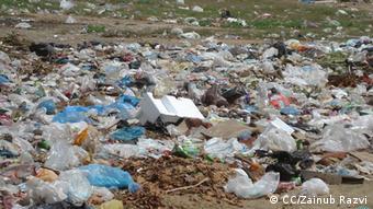 Plastiktüten auf wilder Müllhalde