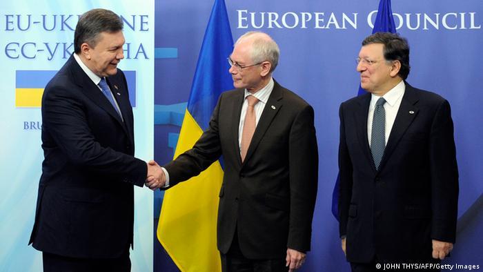 Виктор Янукович, Херман ван Ромпей и Жозе Мануэл Баррозу (фото из архива)