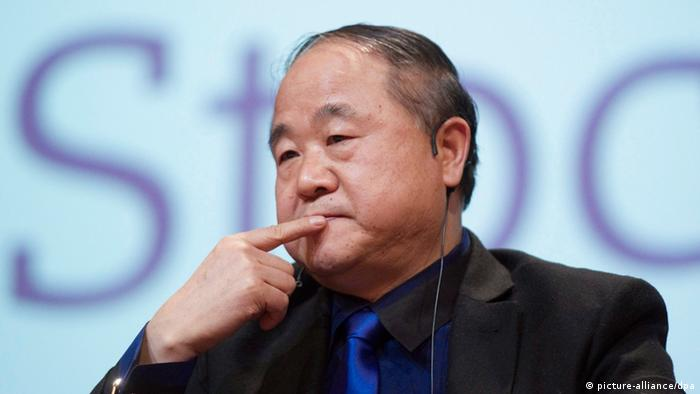 ARCHIV - Mo Yan, aufgenommen am 09.12.2012 bei einer Lesung in Stockholm. Der umstrittene chinesische Nobelpreisträger Mo Yan hat sein Buch «Frösche» als «Buch der Selbstkritik» bezeichnet. EPA/FREDRIK SANDBERG SWEDEN OUT (zu dpa Nobelpreisträger Mo Yan zu Abtreibung: «Ich bin schuldig» vom 24.02.2013)