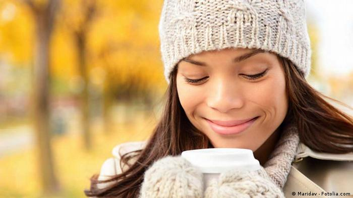 Symbolbild Frau mit Kaffee