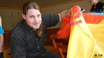 Klaas Bock quiere seguir trabajando con los niños, pero lo asustan los bajos sueldos.