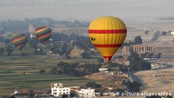 Un globo aerostático sobre Luxor (foto de archivo).