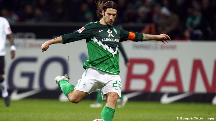 Torsten Frings of Bremen runs with the ball during the Bundesliga match between Werder Bremen and Borussia M'gladbach at the Weser Stadium on March 12, 2011 in Bremen, Germany. (Photo: Martin Rose/Bongarts/Getty Images)