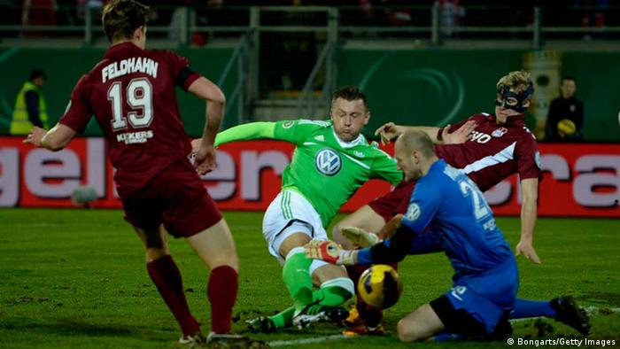 OFFENBACH, GERMANY - FEBRUARY 26: Ivica Olic of Wolfsburg misses a chance at goal against goalkeeper Robert Wulnikowski of Offenbach during the DFB Cup match between Kickers Offenbach and VfL Wolfsburg on February 26, 2013 in Offenbach, Germany. (Photo by Dennis Grombkowski/Bongarts/Getty Images)