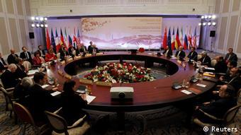 ایران از سال ۲۰۰۶ بهصورت منقطع مشغول مذاکره با ۱+۵ بوده٬ اما این مذاکرات تا کنون هرگز نتیجهبخش نبوده است.