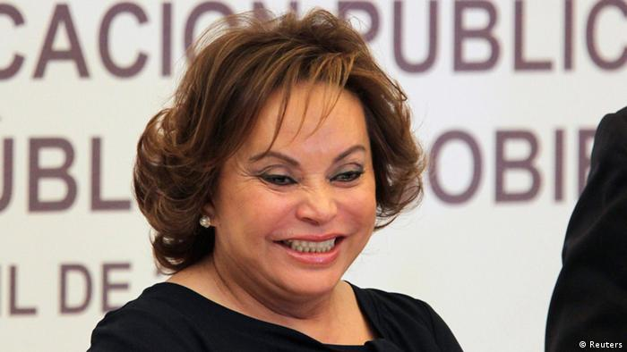 Elba Esther Gordillo, controvertida lideresa del SNTE, fue encarcelada por el gobierno de Enrique Peña Nieto antes de lanzar su reforma educativa en 2013.