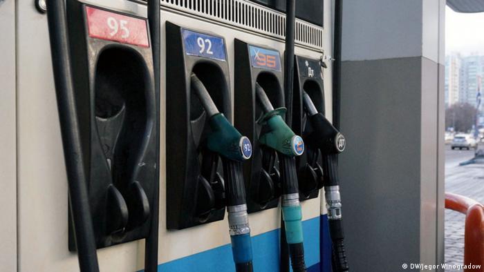 Zapfsäule einer Tankstelle in Moskau Russland