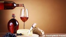 Rotwein Einschank mit Essen