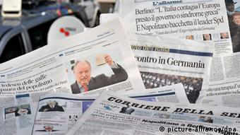 Italian papers with picture of Peer Steinbrück (photo: Bernd von Jutrczenka/dpa)