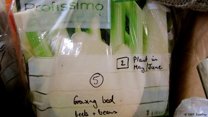 Eine Plastiktüte mit Gemüse