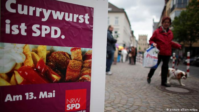 Currywurst ist SPD (Wahlplakat) (picture-alliance/dpa)