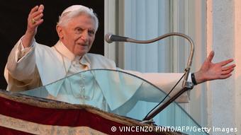 Papst Benedikt erreicht die Sommerresidenz Castel Gandolfo
