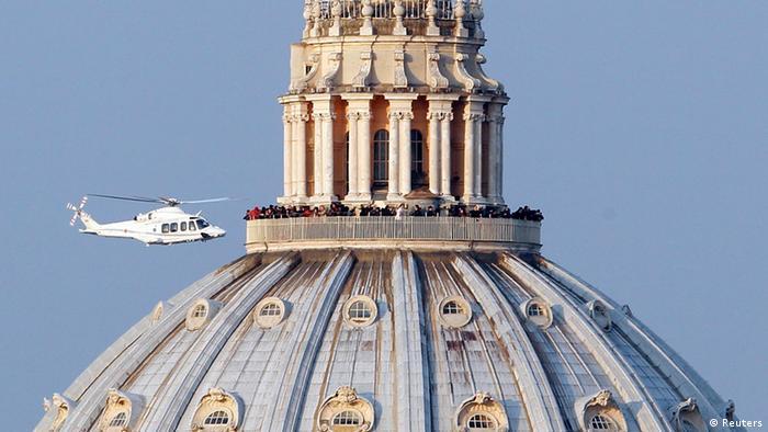 Бннедикт XVI покидает Ватикан