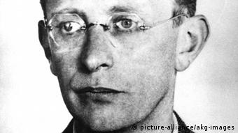 Wirtschaftswissenschaftler u. Widerstandskämpfer Arvid Harnack, Porträt um 1940 (Schwarz-Weiß-Foto: picture-alliance/akg-images)