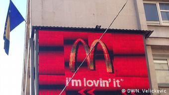 Sarajevo Flagge mit Werbung
