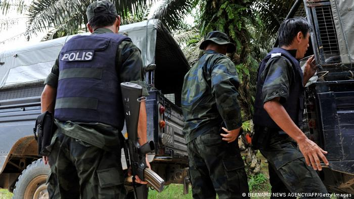 Malaysian police shown near the scene of the stand-off with Sulu gunmen in Tanduo village near Lahad Datu, on the Malaysian island of Borneo on March 1, 2013. Photo: BERNAMA NEWS AGENCY/AFP/Getty Images