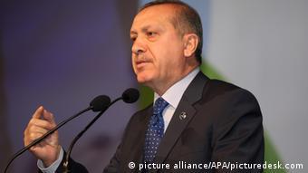 O Eρντογάν διαβεβαίωσε πως ο τουρκικός στρατός δεν πρόκειται να χτυπήσει τους Κούρδους αντάρτες