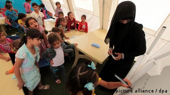 Schulunterricht für syrische Kinder Picture: dpa/bildfunk